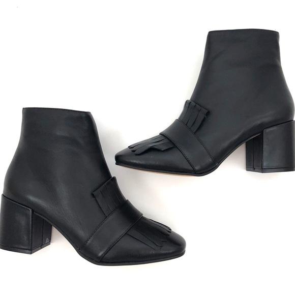 3127e930264 Steve Madden Shooter Kiltie Black Leather Boots. M 5af488293afbbd5d1b3a380d